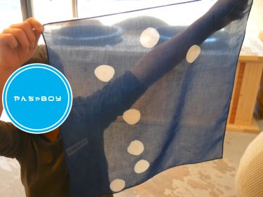 やんちゃBOY、藍染体験で北斗七星を染める。|人宿藍染工房