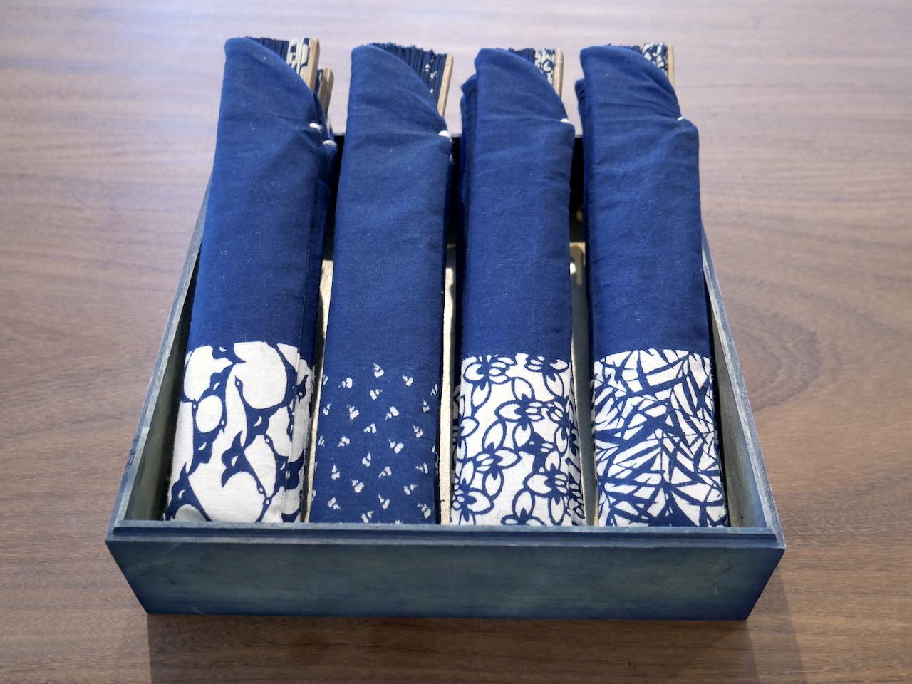 デザインは選べる4種をご用意。お揃いの扇子ケースとセットです。
